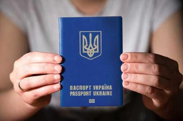 Ажиотаж стихнет: когда уменьшатся очереди на биометрические паспорта?
