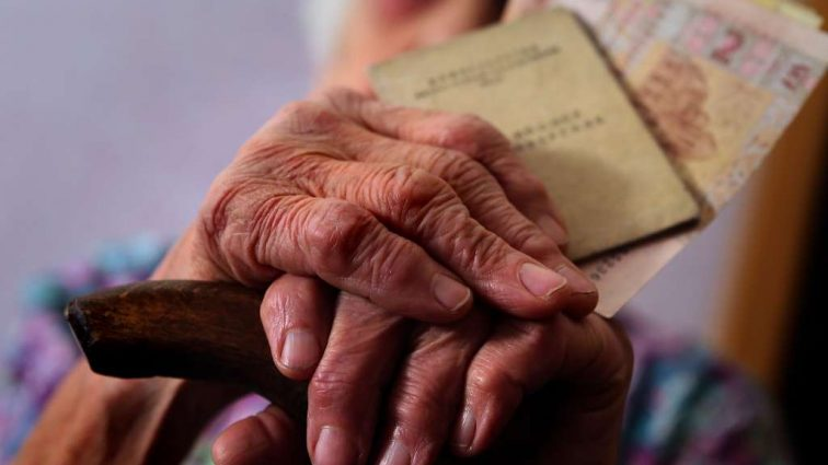 «Работать дольше…»: МВФ жестко раскритиковали пенсионную реформу в Украине