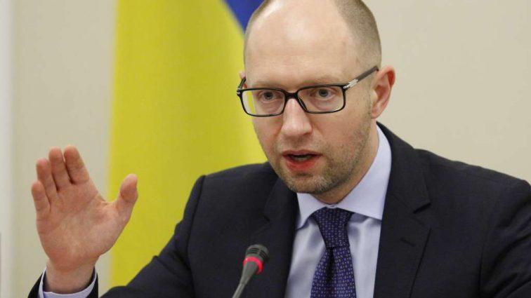 «Не надевайте рясы святых» — Арсений Яценюк сделал скандальное заявление. Что спровоцировало бывшего премьера