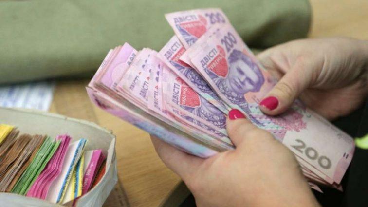 Украина — третья в мире по росту зарплат: На сколько больше стали зарабатывать простые граждане