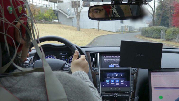 Компания Nissan научит свои автомобили читать мысли водителей