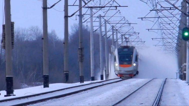 Стало известно, как будет работать железная дорога из-за снегопадов