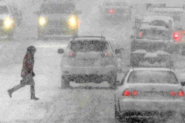 Гройсман может уволить  работников за неочищенные от снега дороги