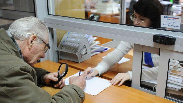 400 гривен пособия вместо обещанной пенсии: 6 миллионов украинцев работают зря