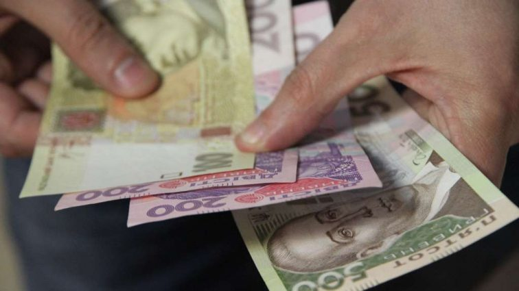 На 2000 грн меньше: Украинцев обманывают о размере средней зарплаты