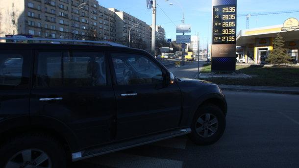 Бензин в Украине: на заправках снова подняли цены