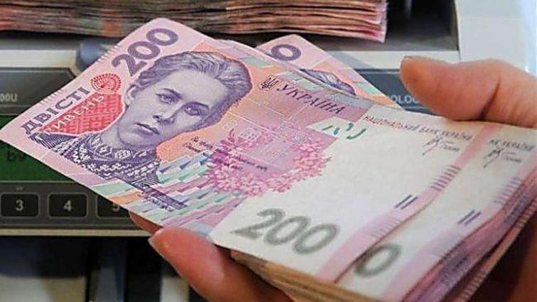 10 тысяч гривен: Правительство пообещало украинцам такую зарплату уже в октябре