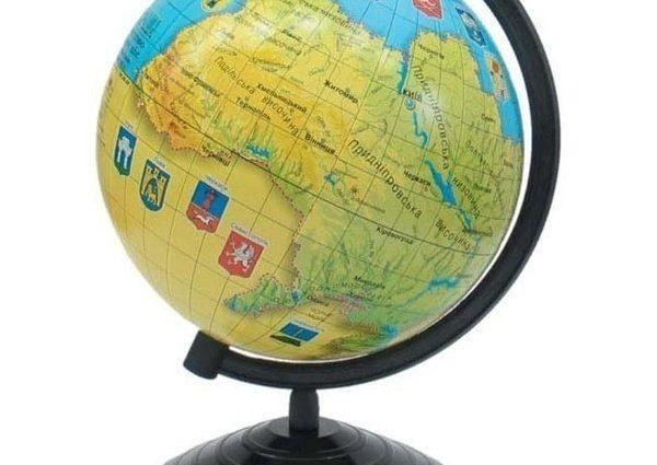 Без Крыма: в одном из книжных магазинов заметили глобусы с неправильным обозначением