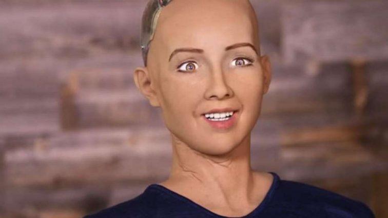 Известный робот София завис после вопроса о том, что делать с коррупцией в Украине