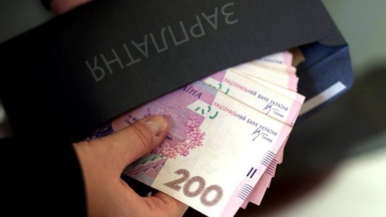 На 1,5 тыс. гривен: кому ожидать повышения зарплаты