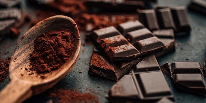 Сладкий батончик или глазурованная конфета? Начали действовать новые требования к изделиям с какао