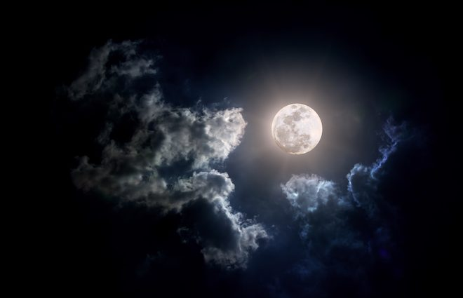 Распространена по всей поверхности: на Луне нашли запасы воды
