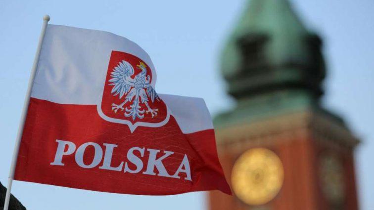 На законных основаниях: сколько украинцев получили разрешение на работу в Польше