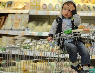 Свежие данные о расходах украинцев: цены на продукты обгоняют Европу, зарплаты пробивают дно