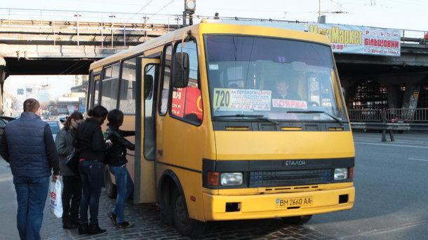 «Повлияет ли подорожание на комфорт?» — В Киеве поднялась цена на проезд в маршрутках и будет еще расти