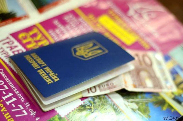 «Справка должна быть легализована»: Украинских заробитчан заставляют декларировать свои доходы