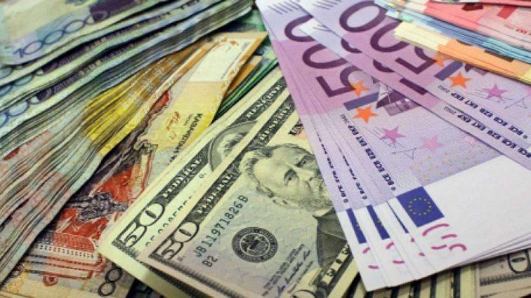 Гривна на межбанке потеряла две копейки: официальный курс валют на 2 февраля