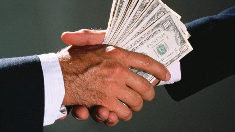 Пытался избавиться денег: На взятке попался фискал