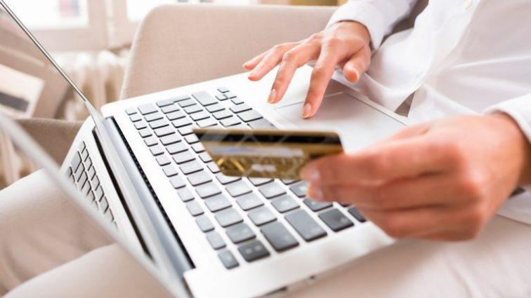Объем безналичных операций возрос: украинцы увеличили оплату через интернет