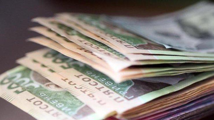 Чем больше зарплата, тем больше налог: За чей счет Кабмин будет повышать пенсии