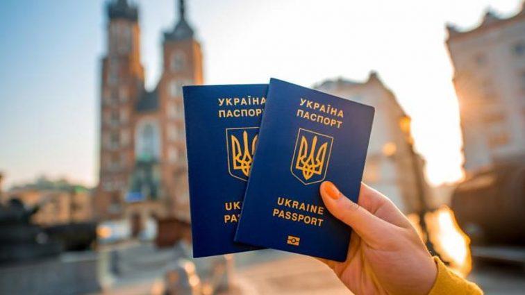 «Пакуйте чемоданы»: Порошенко подписал указ о безвизовом режиме с еще одной страной