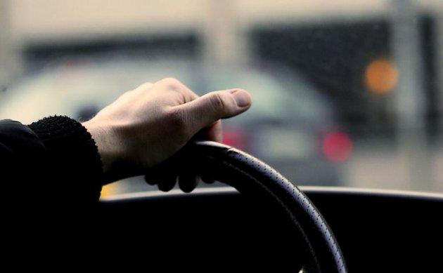 Плохая видимость на дорогах: водителей просят соблюдать правила безопасности