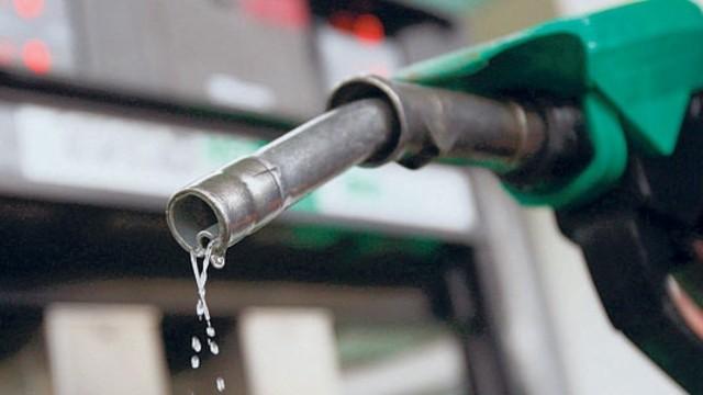 Топливо подешевело: актуальные цены на бензин