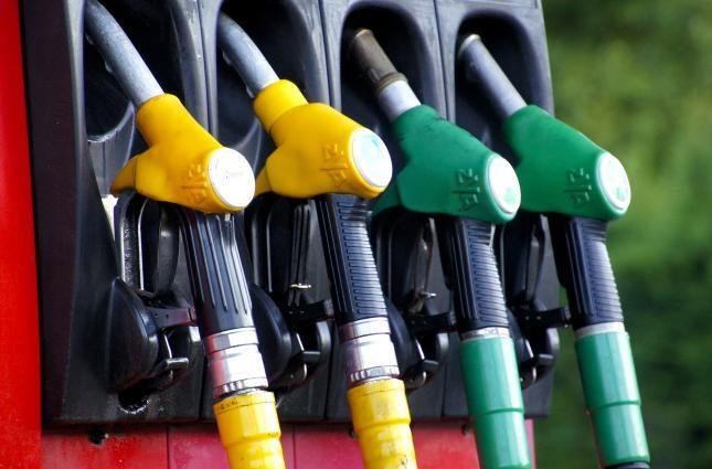 Крупные сети АЗС снизили цены сколько теперь будет стоить заправить авто