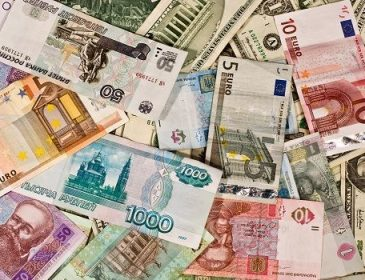 Мировые эксперты рассказали, какую валюту лучше покупать в 2018