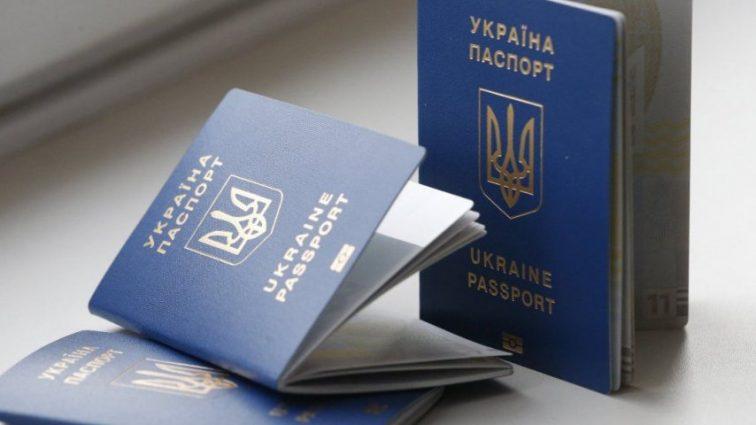 «Не помогут даже суд и религиозные убеждения»: Украинцев заставят получить биометрические паспорта