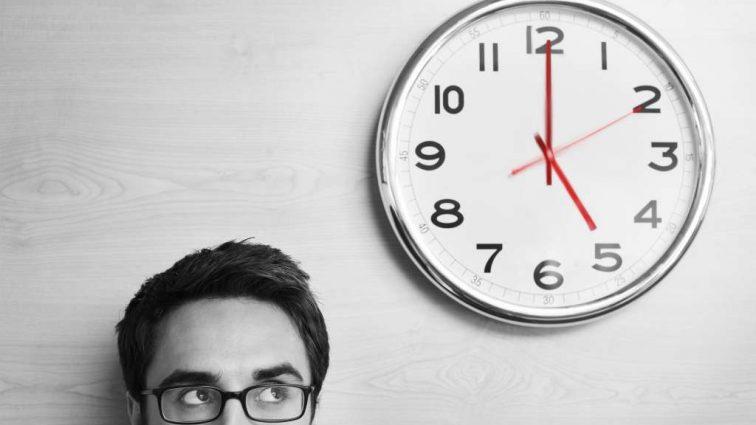 Дольше работаешь — получай больше: украинцам могут продлить рабочий день за дополнительную плату