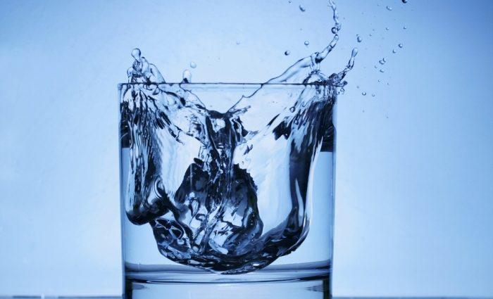 «Питьевая вода наносит вред организму»: узнайте о новом исследовании ученых