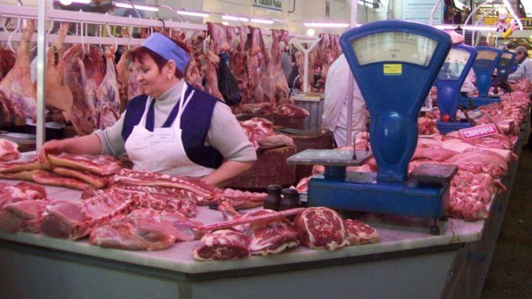 «Верховная Рада хочет запретить продавать мясо на рынке»: узнайте детали