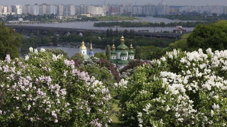 Цены, тарифы, зарплаты: Какие изменения ждут украинцев уже с 1 мая