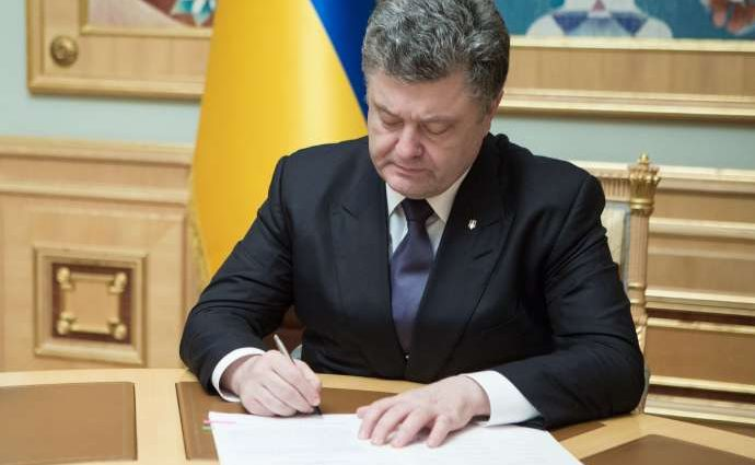 «Соответствует рекомендациям Комитета ООН»: Порошенко подписал закон о минимальном возрасте полового совершеннолетия