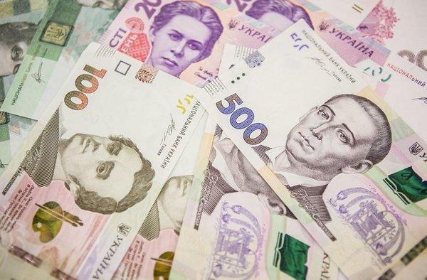 От 12 до 17 000: Кому в Украине повышают зарплаты