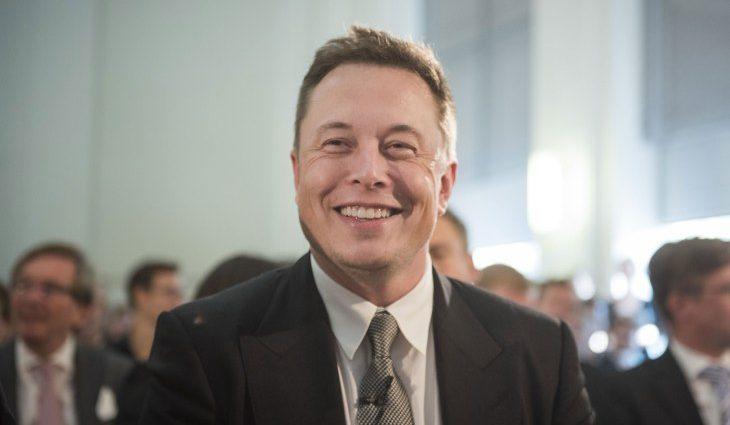 Илон Маск заинтриговал строительством дракона-киборга