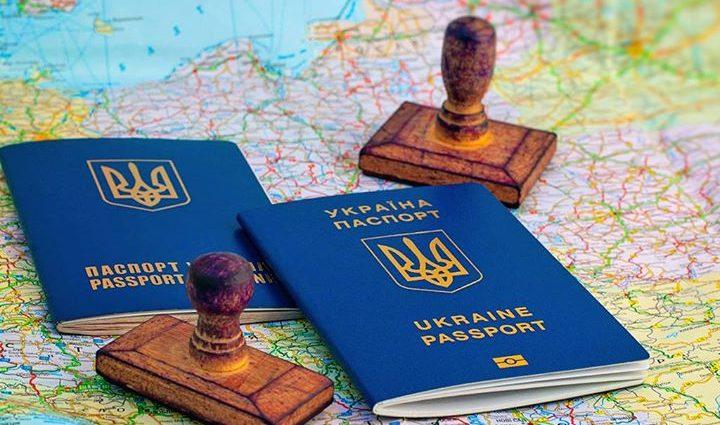 «Пакуют чемоданы!»: Украина договаривается о безвизовом режиме с еще одной страной
