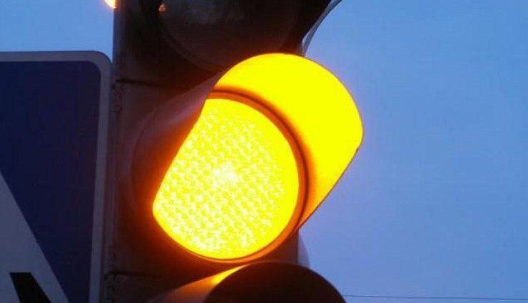 Отмена желтого сигнала на светофорах: эксперт рассказал, есть ли целесообразным такое решение