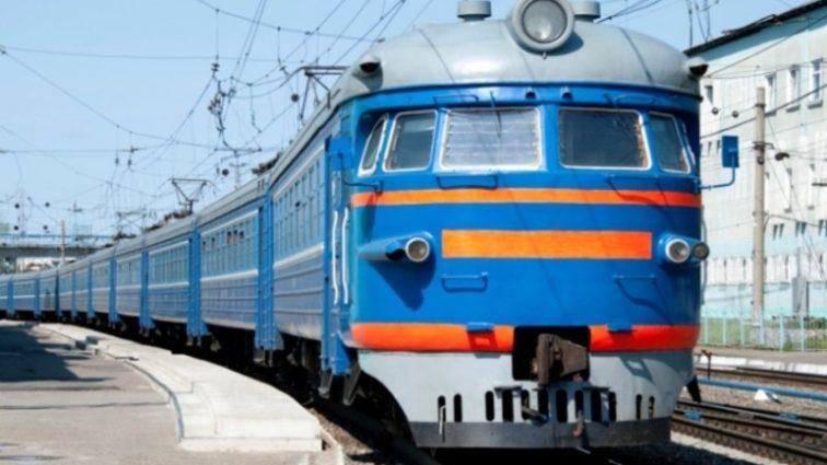 «Укрзализныця» назначит дополнительные поезда на майские выходные: на какие направления