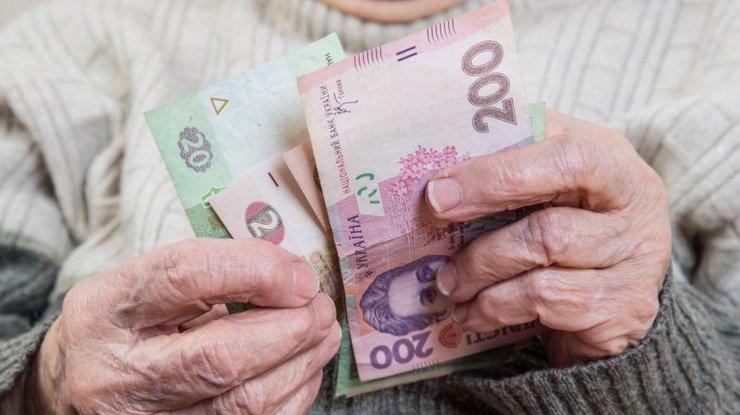 Пенсии в Украине будут падать каждый год: почему так?
