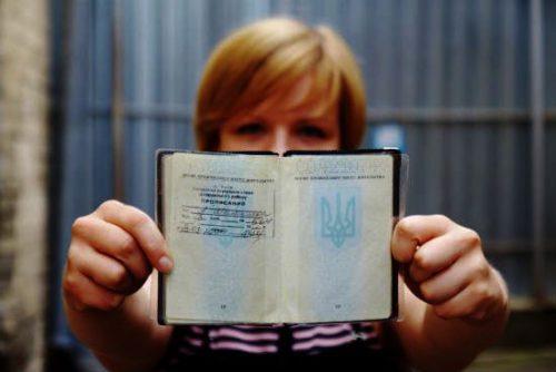 Украинцев будут штрафовать за отсутствие печати в паспорте