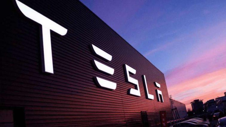 «В случае отсутствия дополнительного финансирования»: компания Tesla на пороге финансовых проблем