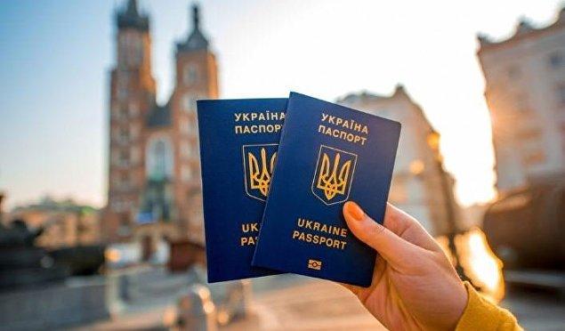 «Подарок перед летними отпусками»: Украина договаривается о безвизе с еще четырьмя странами