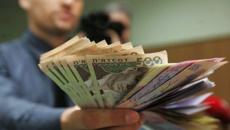 «Приближается к 9 тыс. грн «: Порошенко сообщил о новой зарплате украинцев