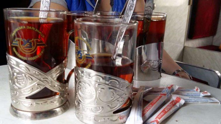 «Укрзалізниця» обновила прейскурант цен на напитки, которые будут продавать в поездах