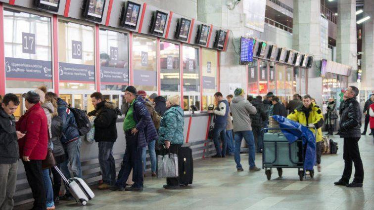 «Стоят в очереди по ночам»: Украинцы столкнулись с дефицитом билетов на курортные направления