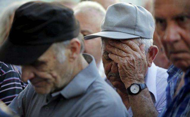 Украинцам предсказали новые пенсии: кому повезло и на какие суммы