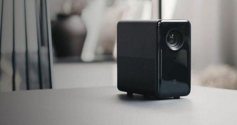 Альтернатива телевизору: компания Xiaomi представила бюджетный проектор