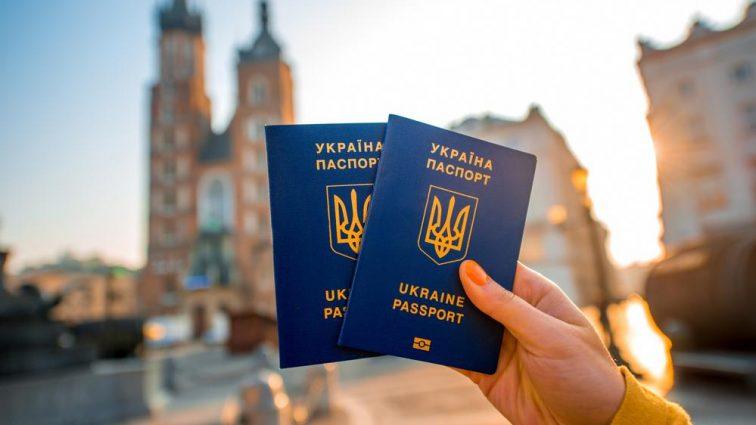 С биометрическим паспортом украинцы могут путешествовать не только странами ЕС